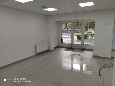GARANT REAL - prenájom obchodný priestor s výkladom, 120 m2, Stropkov, centrum
